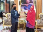 Beri Reward Penghafal Quran, Cara Erna Rasyid Taufan Bumikan Alquran