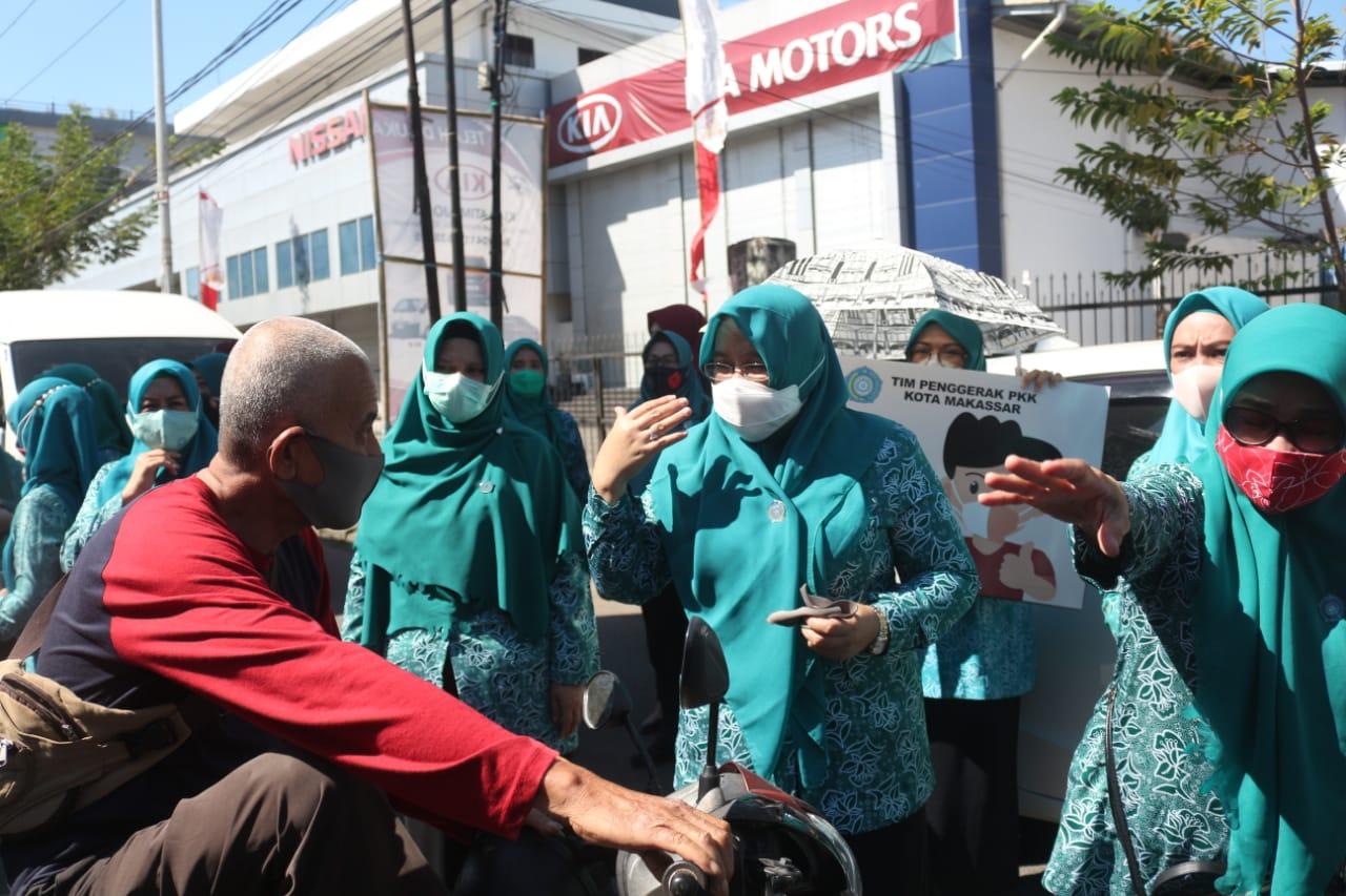 "Ikut Serentak ""Gebrak Masker"" Ketua TP PKK Salurkan 5 Ribu Masker"
