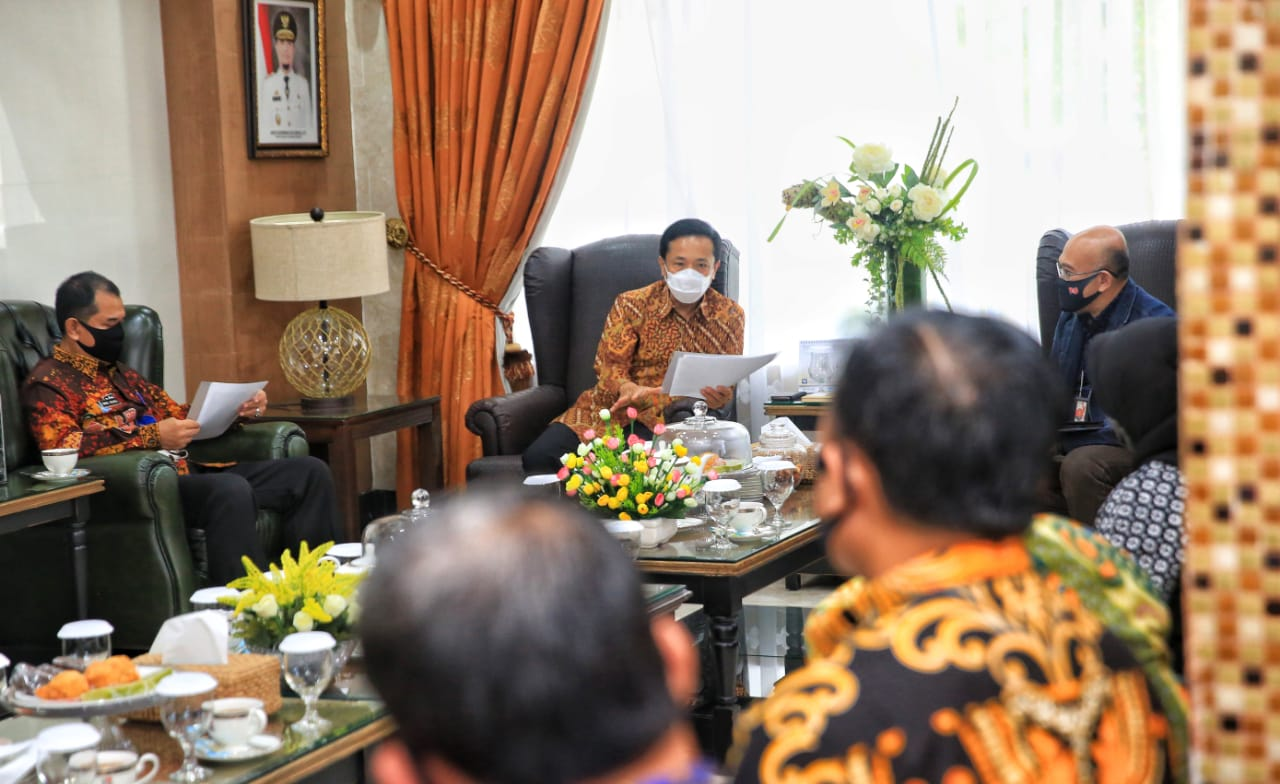 Pj Wali Kota Makassar Minta CSR Telkomsel Fokus Pembelajaran Daring