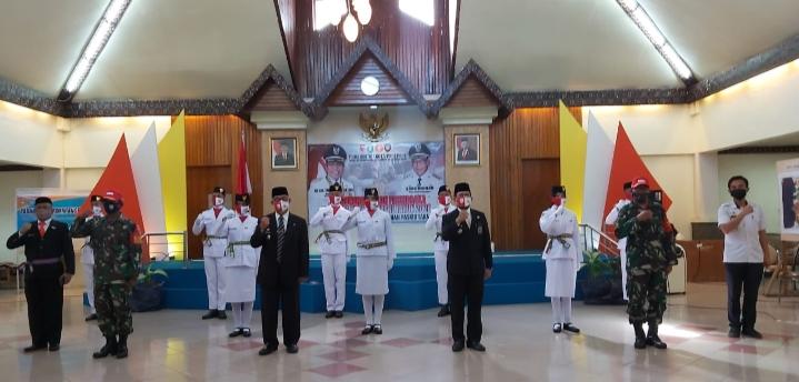 Wawali Kota Parepare Mengukuhkan 8 Anggota Paskibraka