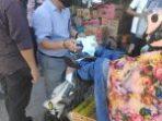 Andi Makkasau bersama Tim Keluarga JMS Bagus bagi Masker di Pasar dan Terminal