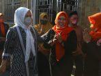 Kesan Pertama, Fatmawati Rusdi Pikat Warga Wala-walayya