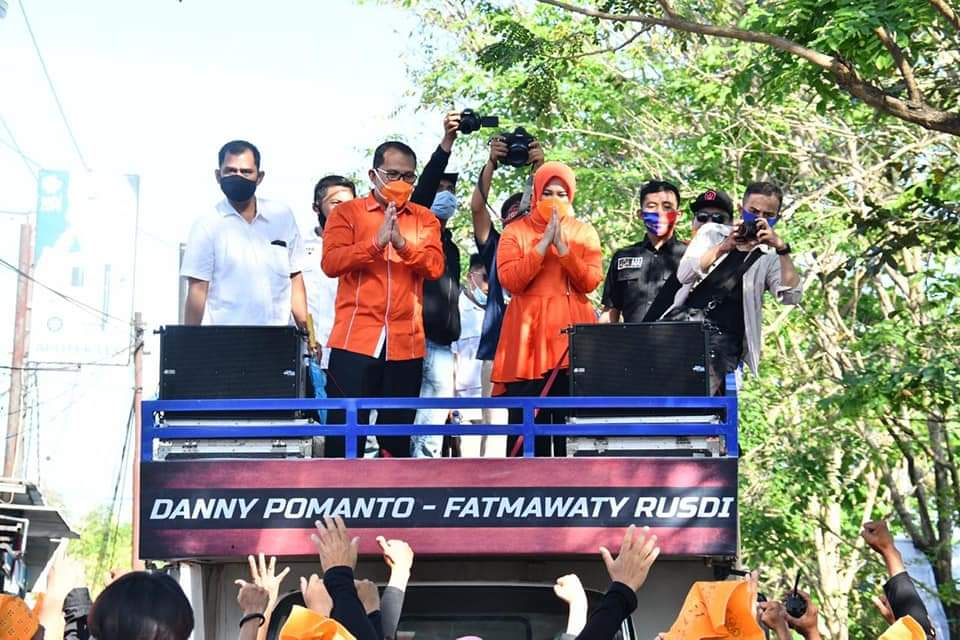 """Tak Ada Mobilisasi Massa, Para Pendukung Danny-Fatma Dari Berbagai Wilayah """"Kepung"""" KPU Saat Pendaftaran Calon Walikota dan Wakil Walikota Makassar"""