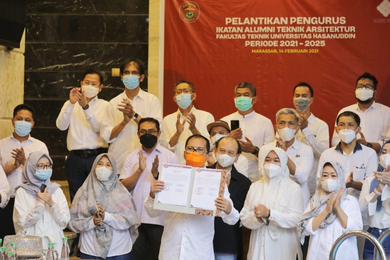 Jadi Pemenang Pilkada Makassar, Danny Pomanto Akhirnya Dilantik Ketua Ikatek Unhas