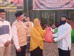 Aliansi Subuh Mesjid Al Muttaqin Berbagi Bersama Kaum Dhuafa