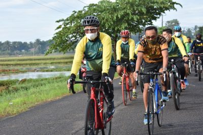 Danrem 141/Tp Pimpin Kegiatan Sepeda Santai di Bone