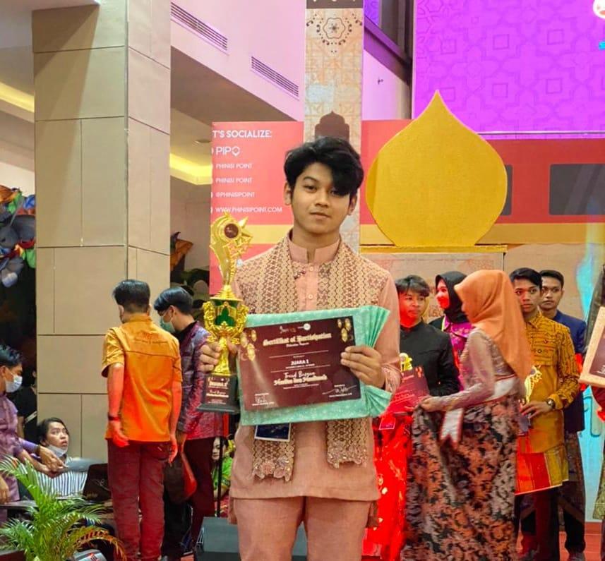 Dave, Putra Humas PU Makassar Raih Juara 1 Tren Busana Muslim Sulsel 2021