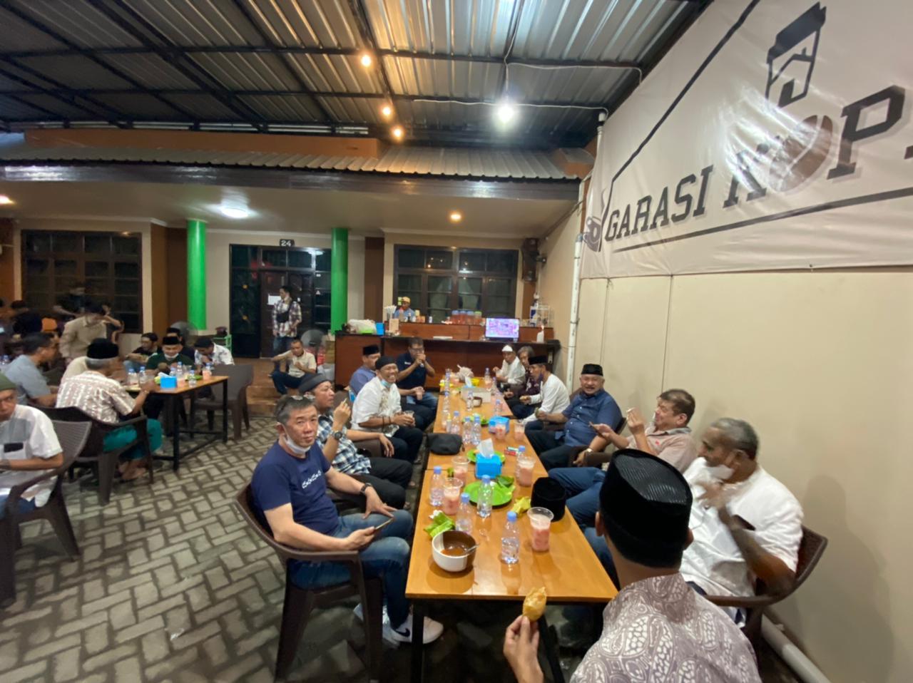 Land Cruisers Makassar Gelar Buka Puasa Hingga Berbagi Sosial