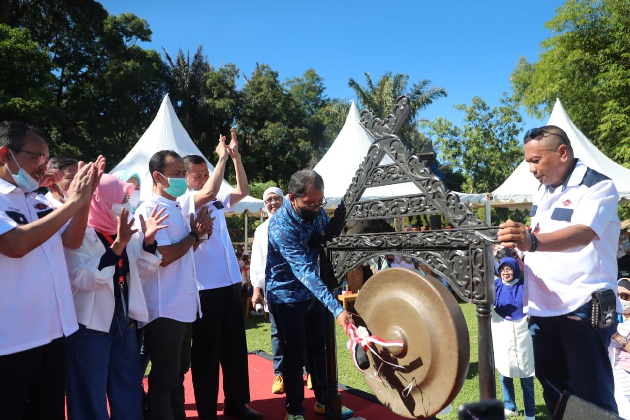 Sebagai Pelayan Masyarakat Kota Makassar, Seharian Danny Pomanto Hadiri Sejumlah Acara
