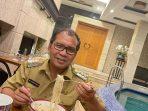 Tidak Gengsi, Walikota Kota Makassar Danny Pomanto Doyan Mie Instant